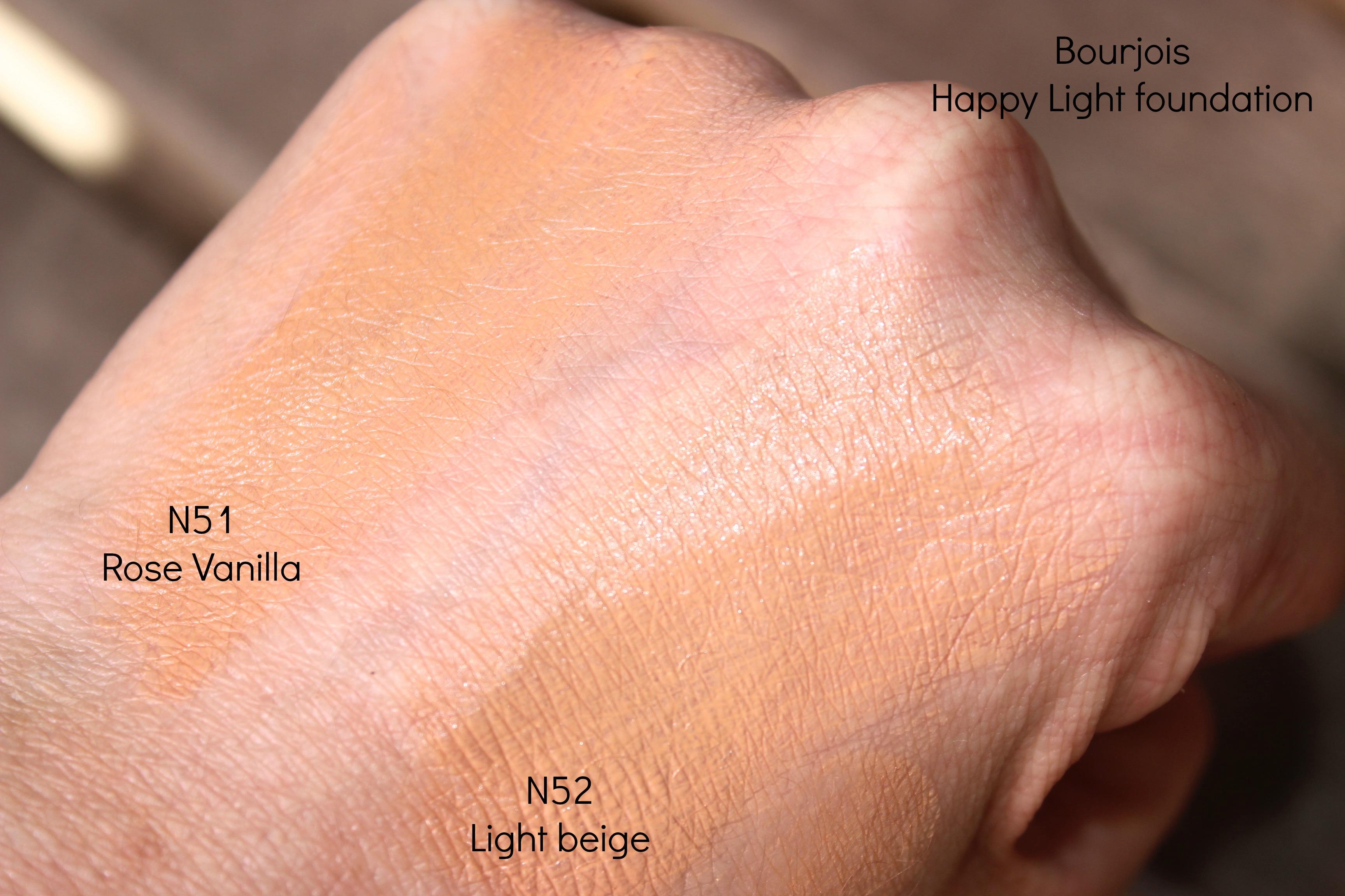 Bourjois happy light foundation n52 Light beige swatch