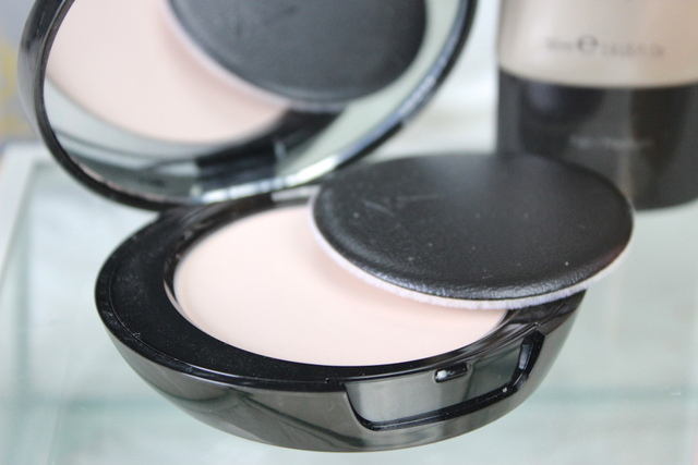 Boots no7 Perfect light pressed powder Fair review 1