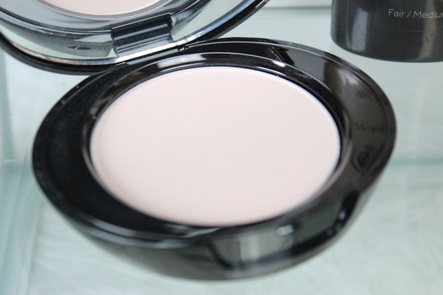 Boots no7 Perfect light pressed powder Fair review 2