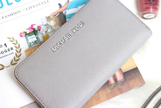 Michael Kors Jet Set Travel Wallet Silver Grey 3