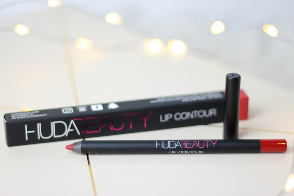 Huda beauty lip contour cheerleader