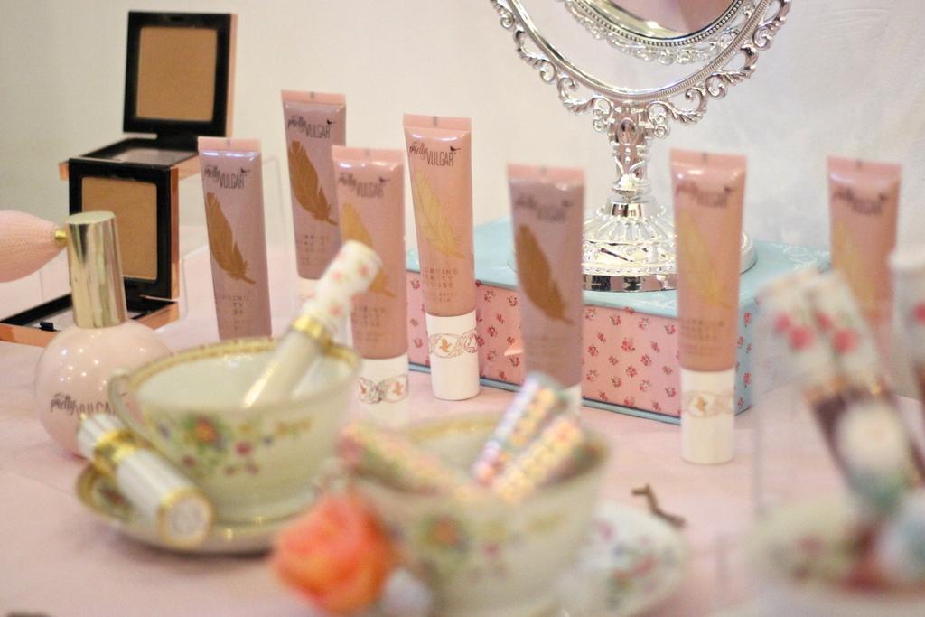 Pretty Vulgar make-up foundation